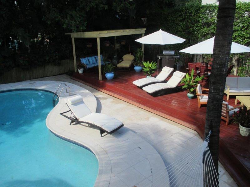 Backyard Pool & 700sqft Wooden Deck - Gorgeous 3BR/3BA Home - Amazing South Beach Location - Sleeps 11 - Miami Beach - rentals