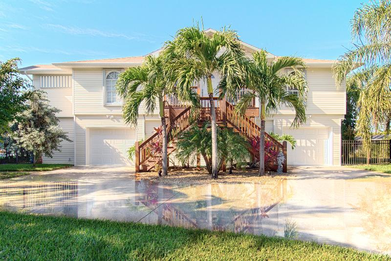 Fort Myers Beach / Walk-to-Beach Canal Home - Image 1 - Fort Myers Beach - rentals