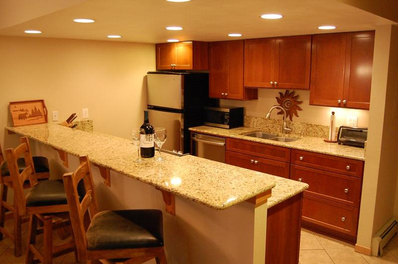 Wonderful kitchen with slab granite and SS appliances - Creekside Luxury, historic Main St. - Frisco - rentals