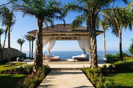 Villa Tamarama is perfect for events, with 2 pools, entertainment area & beachfront views - Image 1 - Uluwatu - rentals