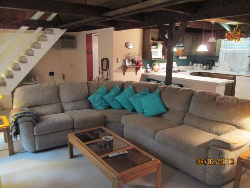 Large Living Room - Post and Beam Chalet with Lake View in Gated Comm. - Dingmans Ferry - rentals