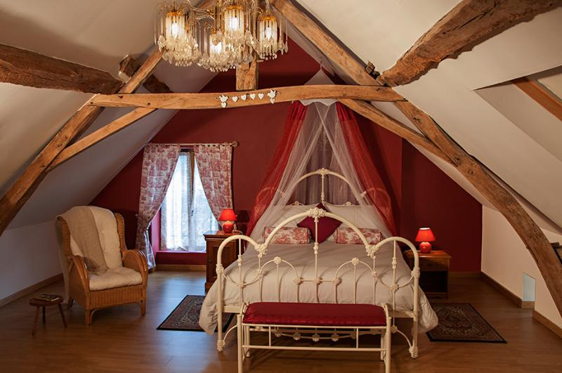 Master Bedroom - Loire Valley Gite with shared pool near Saumur - Noyant - rentals