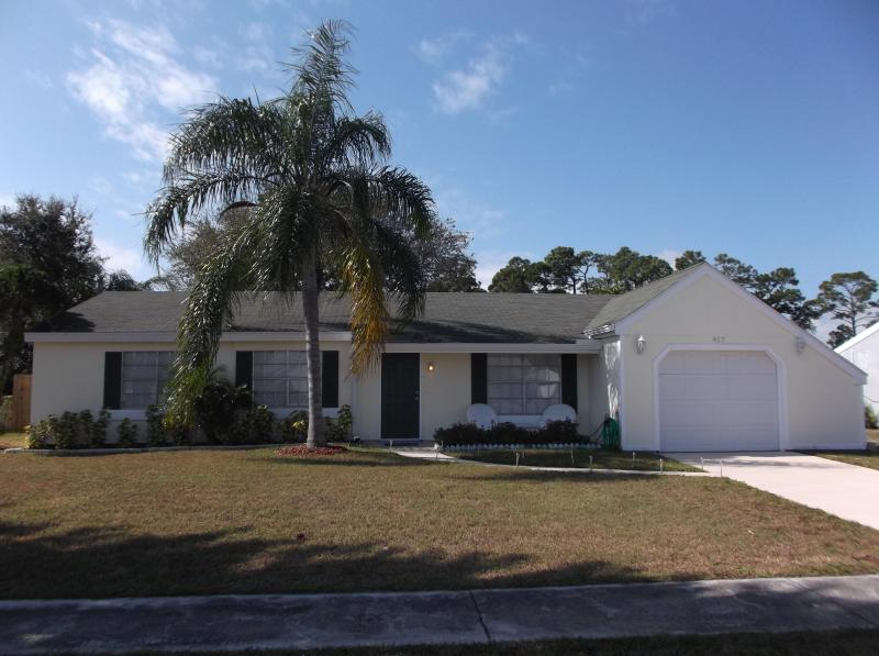 Come on in and get away from it all! - Home on Canal-3BR/2BA-Minutes from Beach-Sleeps 10 - Sebastian - rentals