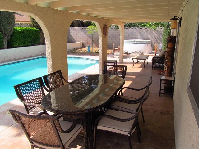 Pool & patio area - Great Home, Excellent Location, Warm & Comfortable - Las Vegas - rentals