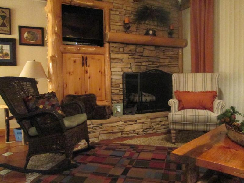 Cozy living room with fireplace - Charming, cozy condo on the water! - South Lake Tahoe - rentals