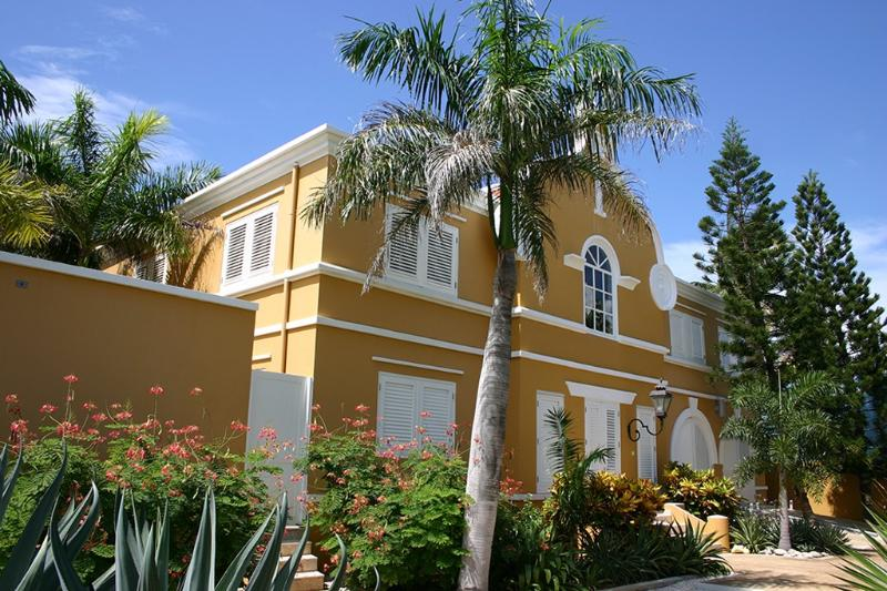 Front view - Luxury Private Oceanfront Villa with Private Pool - Kralendijk - rentals