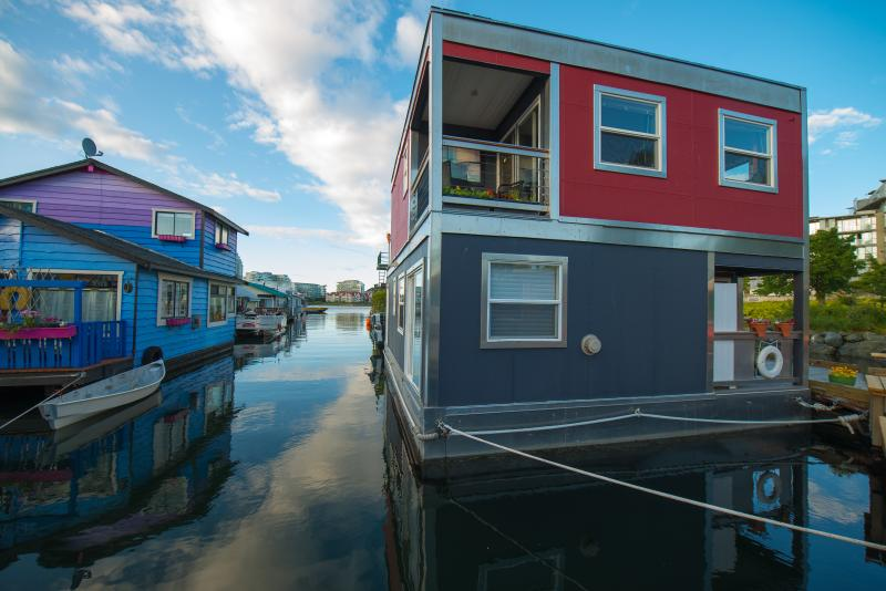 Float Home Rock to sleep - Victoria  downtown Bed and Breakfast  float home - Victoria - rentals