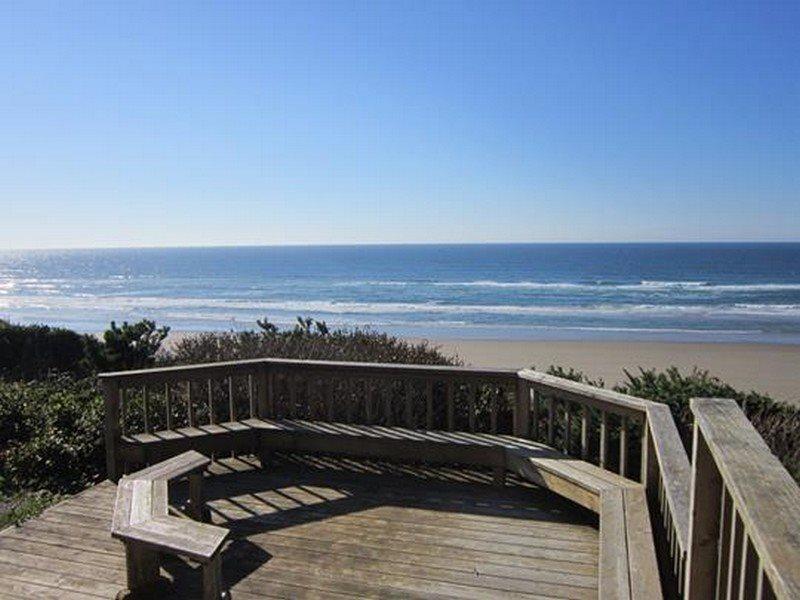 Captain Jacks - Back Deck Sitting Area - CAPTAIN JACKS - Newport, South Beach - South Beach - rentals