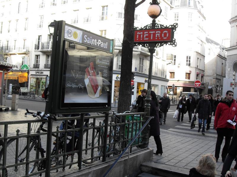 Metro Station - Bright Spacious Family Apt in Marais at St Paul - Paris - rentals