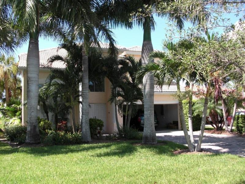 Front view - 2 storey Naples home with screened pool, sleeps 10 - Naples - rentals