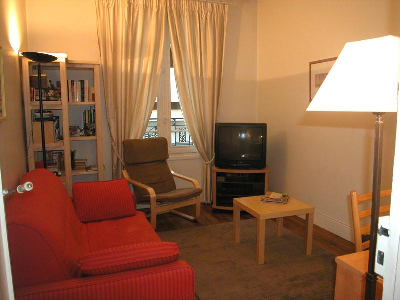 The Sitting room The sofa bed, that can sleep two, allows to use it as an extra bedroom. - 198 One bedroom   Paris Latin quarter district - Paris - rentals