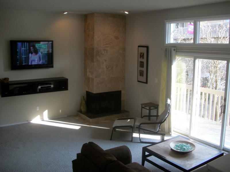 Livingroom - Coquille Beach Block Condo with Pool - Brigantine - rentals