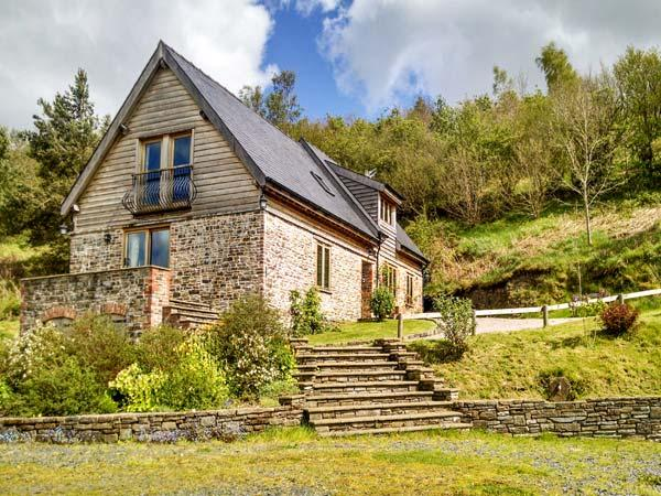 HIRAETH, pet friendly, luxury holiday cottage, with a garden in Dolau, Ref 4455 - Image 1 - Llandrindod Wells - rentals