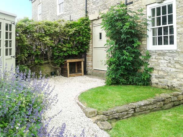 BEECROFT COTTAGE, character cottage, garden, open fire, near pub/shop in Slingsby, Malton Ref 19038 - Image 1 - Malton - rentals