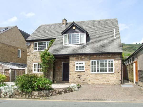 LOWER LANE HOUSE, patio with furniture, open fire, two sitting rooms, Ref 904192 - Image 1 - Chinley - rentals