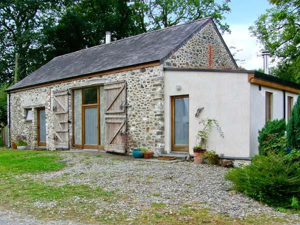 LLWYNBWCH BARN, detached barn conversion, two woodburners, nature reserve on-site, countryside location, near Llansadwrn, Ref 29145 - Image 1 - Llansadwrn - rentals