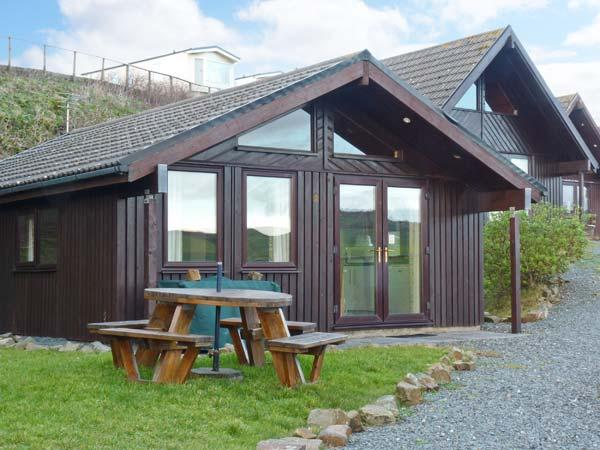 HENFORD LODGE, detached lodge on holiday park, all ground floor, sea views, on-site swimming pool, near Bude, Ref 903740 - Image 1 - Bude - rentals