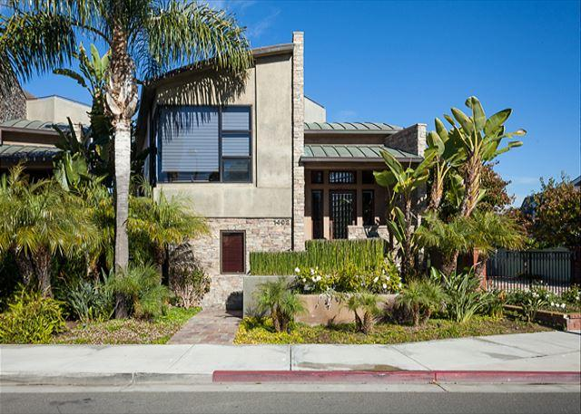 Exterior Front - Contemporary Peninsula Point Home  ***31 Night Minimum Stay Required*** - Newport Beach - rentals
