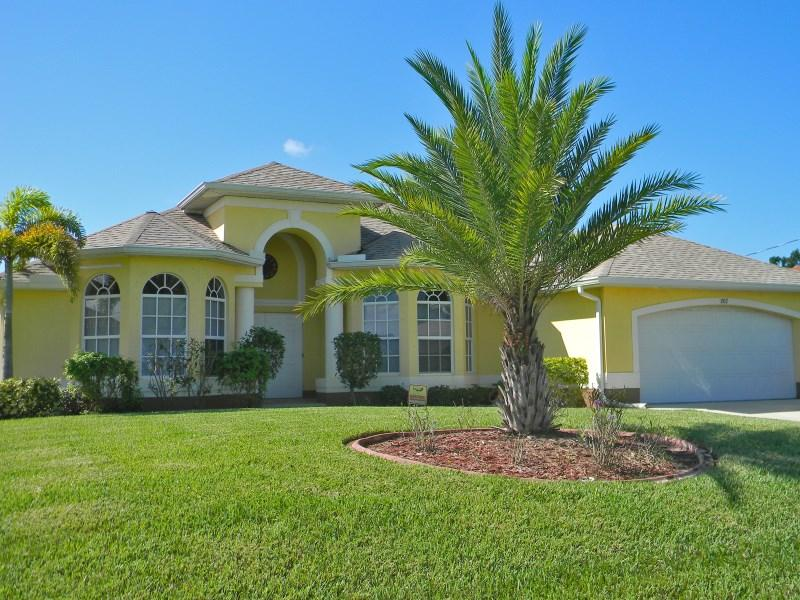 Beautiful Villa On The Canal, South Facing, Solar - Image 1 - Cape Coral - rentals