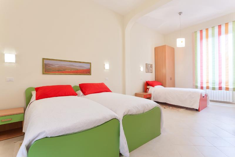 the second apartment - Sunny for groups from 8 to10 people - Rome - rentals