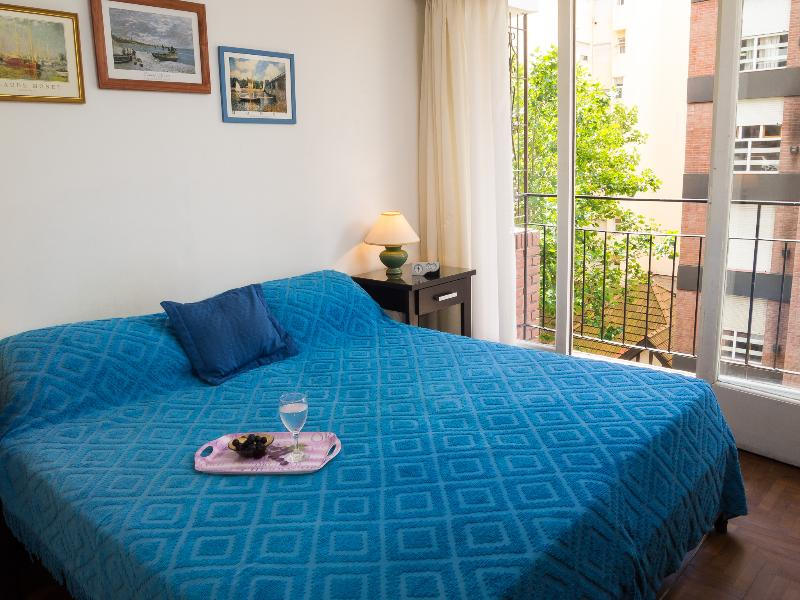 Comfortable bedroom with two single beds that can be joined. TV and DVD with movies. - Comfortable Suite at Great Location. Balcony/Wi-Fi - Mar del Plata - rentals