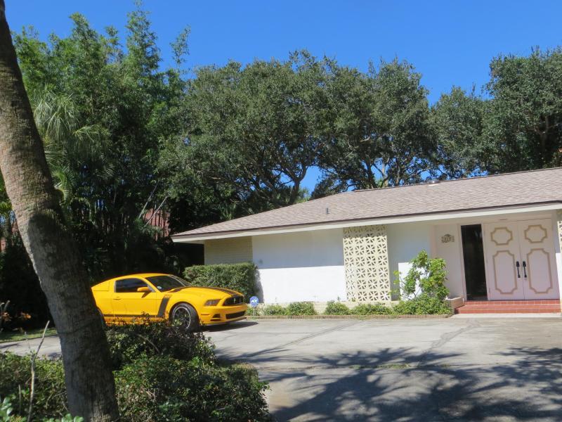 Outside driveway - Siesta Key Sarasota Florida home ANNUAL rental. T - Sarasota - rentals
