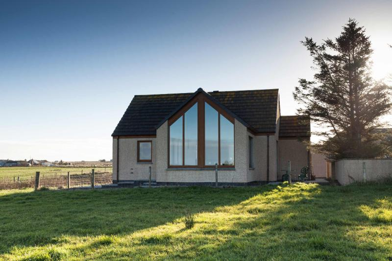 Front of House with stylish Sun Room - North Winds Modern Self-Catering Accommodation - Mey - rentals