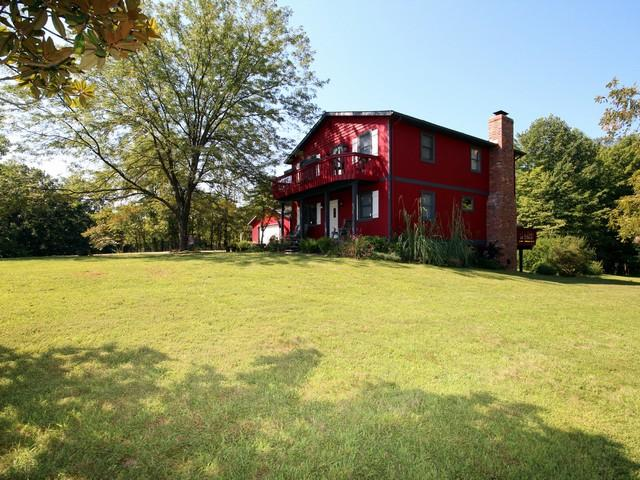 large lawn for kids/pets to enjoy - Close to Old Mans Cave~sand volleyball~fire pit - Logan - rentals