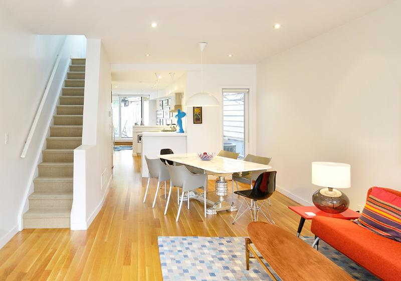 Full 2 Storey 2 Bed 2 Bath. Marble dining table that seats 6-8 - Stylish New House Downtown 2 bed, 2 bath, parking - Toronto - rentals