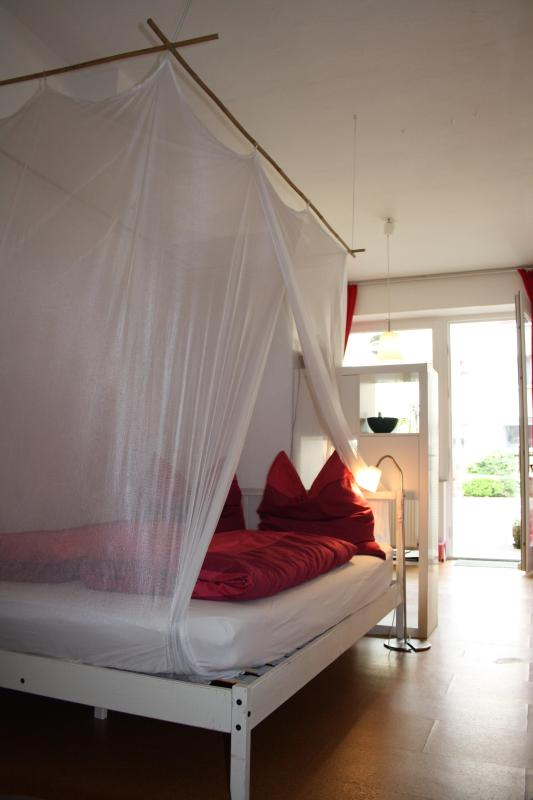 the large bed (140 x 200) for a restful night's sleep. - Feeling privat, centrally located & yet very quiet - Cologne - rentals