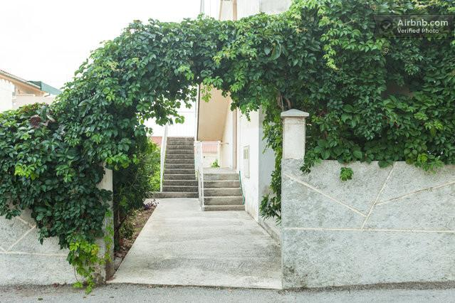 Entry in yard - >Romantic< studio*** with patio/wi-fi/parking/ NOW - Komiza - rentals