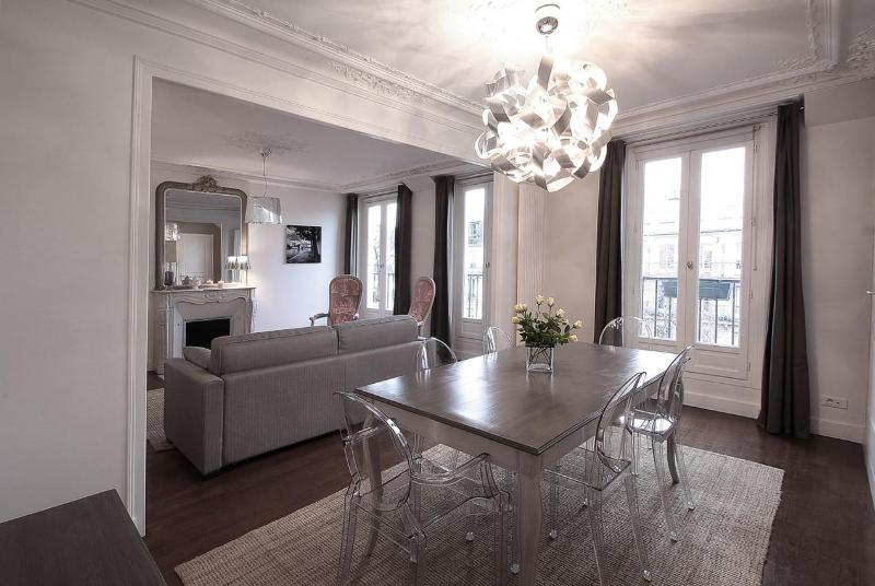 Sophisticated 2 Bedroom Apartment at Montorgueil Bijou - Image 1 - Paris - rentals