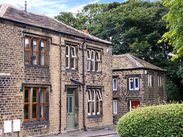 ONE SHARP LANE, family friendly, country holiday cottage, with a garden in Almondbury, Ref 29158 - Image 1 - Huddersfield - rentals