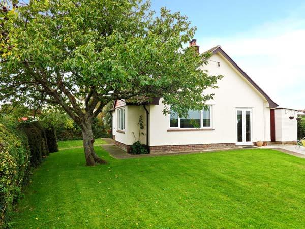 ROSE VIEW, detached bungalow, woodburner, off road parking, enclosed garden, in Bridgwater, Ref 30167 - Image 1 - Bridgwater - rentals