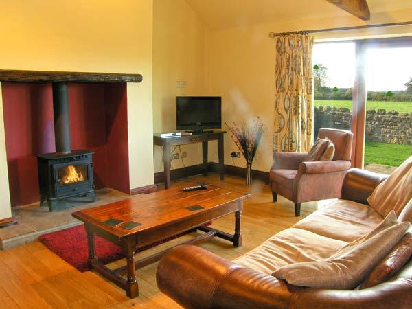 ELLABERRY, all ground floor, en-suite wet room, woodburner, pet-friendly, near Staindrop, Ref 30558 - Image 1 - Headlam - rentals