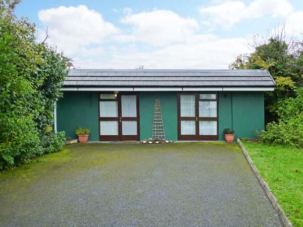 WOODSIDE LODGE, single-storey accommodation, woodburner, pet-friendly, near Oughterard, Ref 30696 - Image 1 - Oughterard - rentals