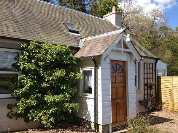 THE CORSES, all ground floor detached cottage, pet-friendly, woodburner, enclsoed garden, near Selkirk, Ref 30635 - Image 1 - Selkirk - rentals