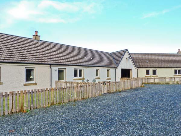 DRIFTWOOD COTTAGE, ground floor, Jacuzzi bath, dogs welcome, stunning views, terraced cottage near Salen, Ref. 903515 - Image 1 - Salen - rentals