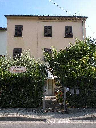 Questa è la casa dove si trova il BeB - Bed and Breakfast Angelini in Lucca, Tuscany - Lucca - rentals