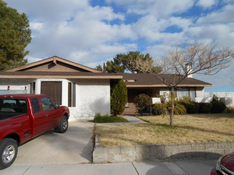 Front of house - Family friendly, wifi, close to highway and strip. - Las Vegas - rentals
