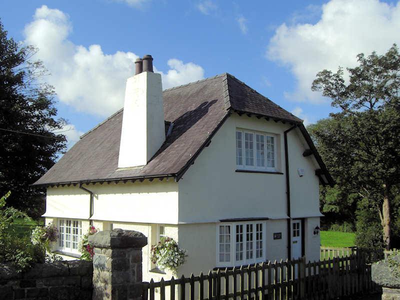 A cosy cottage near Caernarfon, North Wales - The Gatekeepers Lodge at Plas Dinas - Caernarfon - rentals