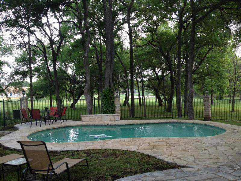 Salt, heated pool, overlooking green belt - BEAUTIFUL 3 BEDROOM HOME, PRIVATE SALT WATER HEATE - Austin - rentals