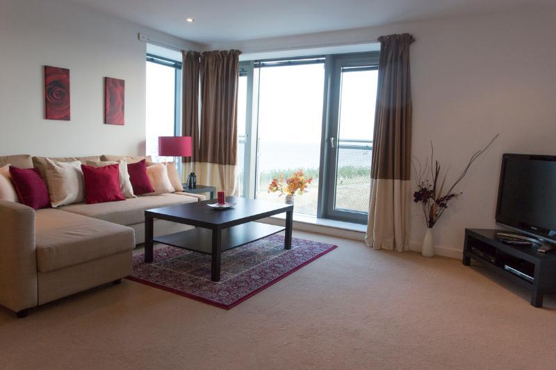 Living room - Deluxe 2 Bedroom Apartment - Edinburgh - rentals
