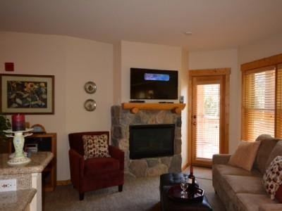 Cosy, confortable living area w/fireplace - Gorgeous 1 Bdrm Condo Walk to lifts Hot Tubs - Keystone - rentals