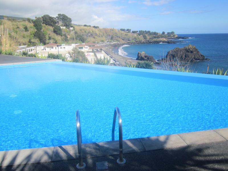 Swimming pool - Marina Mar II: Luxury 2-bed. Apart. by the beach - Vila Franca do Campo - rentals