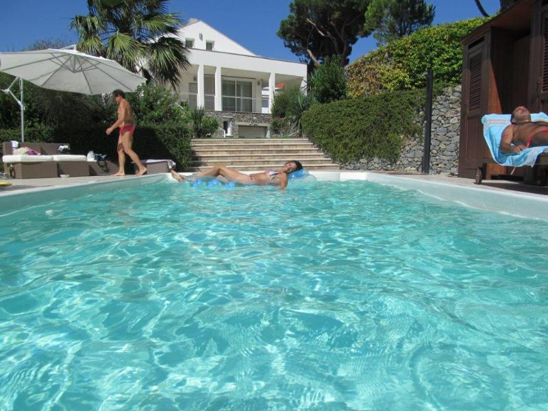 NEW Fantastic apt in Villa 2 Bedrooms  with POOL - Image 1 - Spotorno - rentals