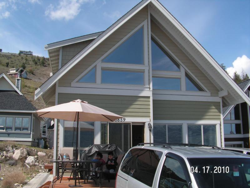 Front View - Beautiful Cottage on Lake Okanagan!!! - Lake Country - rentals
