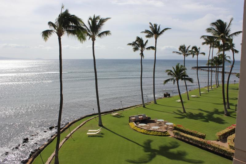 Panaromic ocean views from the lanai/balcony - Just remodeled oceanfront condo with 180* views - Wailuku - rentals