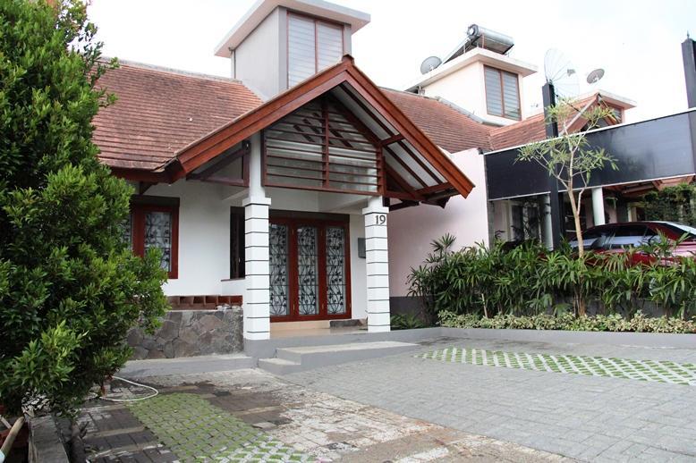 Front View - Villa 3 Bedrooms @ DagoPakar-Bandung (nice view) - Bandung - rentals