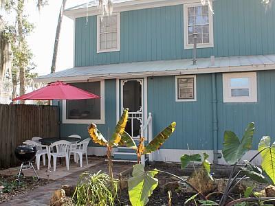 Garden & Patio 1 - Family & Allergy Friendly Apt 1.5 Miles from Beach - New Smyrna Beach - rentals